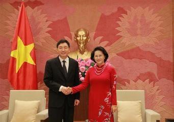 ガン国会議長、韓国とイランの新大使らと会見 - ảnh 1