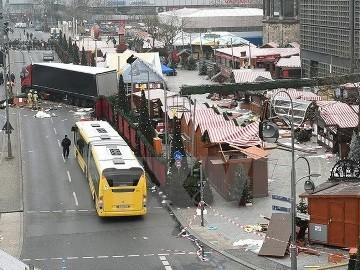 ドイツ当局、チュニジア人の男拘束 トラック突入攻撃に関与の疑い - ảnh 1