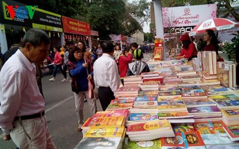 ハノイの「書籍ストリート」始まる - ảnh 1