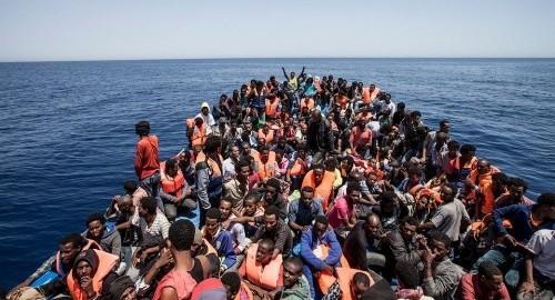 地中海で2日間に移民ら1500人救助 冬季では異常な多さ - ảnh 1