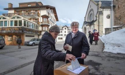 スイス、移民3世の市民権取得容易に 国民投票で賛成多数 - ảnh 1