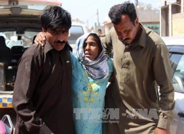 パキスタンの神秘主義寺院で信者20人殺害 - ảnh 1