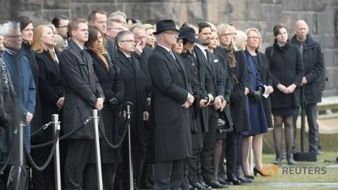トラック暴走事件のストックホルムで追悼式典 - ảnh 1