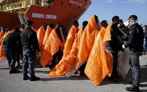 リビア沖ボート転覆、97人行方不明…難民船か - ảnh 1