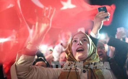 トルコ エルドアン大統領 憲法改正案の国民投票で勝利宣言 - ảnh 1