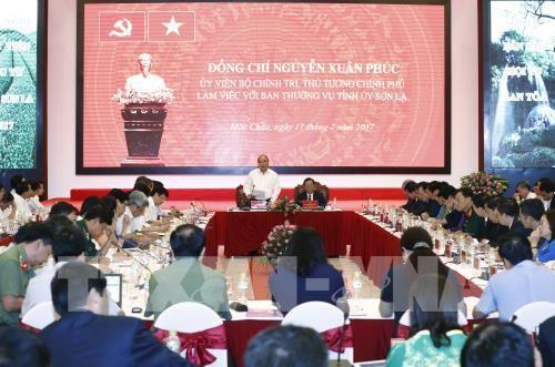 フック首相、ソンラ省常務委員会の代表と会合  - ảnh 1