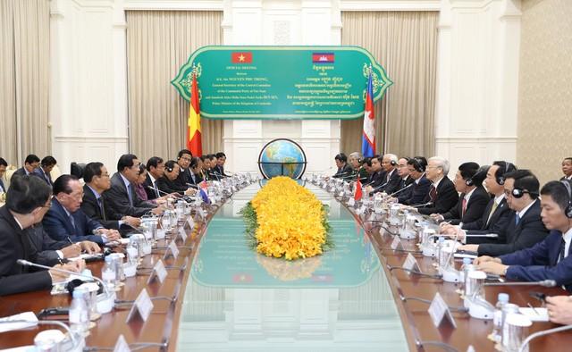 チョン書記長、カンボジアとベトナムの各地方間の協力強化を訴える - ảnh 1