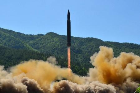 朝鮮 弾道ミサイル発射の映像を公開 - ảnh 1