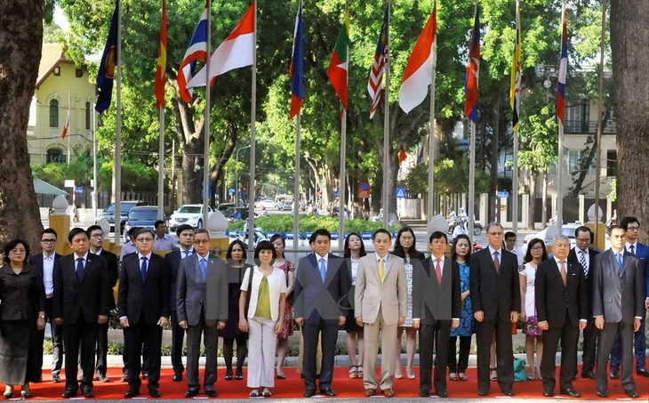 フック首相:「ASEAN共同体構築のために尽力」 - ảnh 1