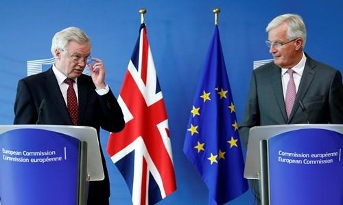 EU首席交渉官、英離脱交渉の加速訴える 英側は「柔軟性」強調 - ảnh 1