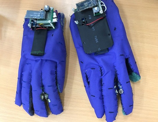 手袋型手話翻訳機        - ảnh 1