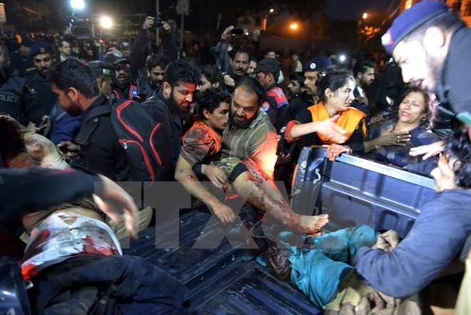 自爆テロで18人死亡=ISが犯行主張-パキスタン - ảnh 1