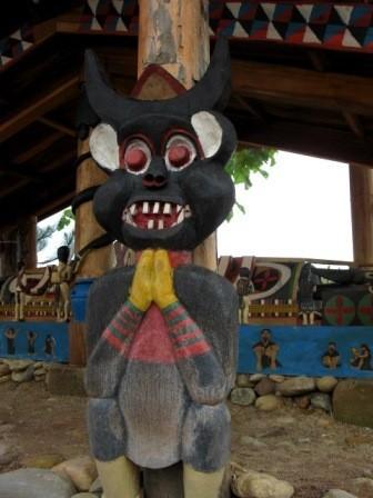 コトゥ族のお墓に施された彫刻 - ảnh 4
