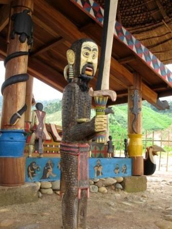 コトゥ族のお墓に施された彫刻 - ảnh 3