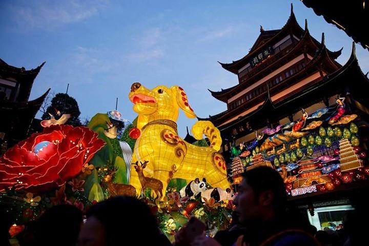 中国 春節を迎え 各地の寺院や公園がにぎわい - ảnh 1