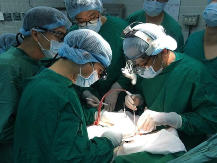 縦断的臓器移植の奇跡  - ảnh 1