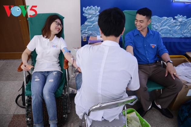 お手本となる献血者たちの声 - ảnh 1