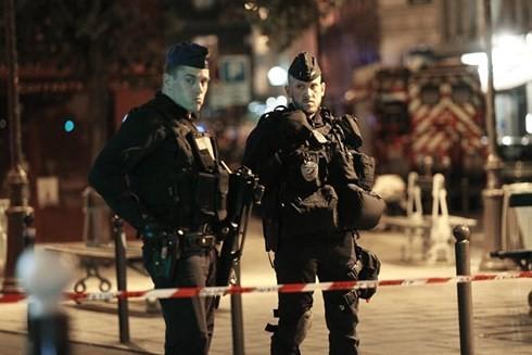 仏 パリで通行人刺され1人死亡4人けが テロの可能性も - ảnh 1