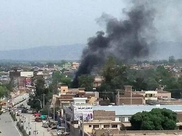 アフガン東部で政府庁舎に襲撃、10人死亡 ISが犯行主張 - ảnh 1