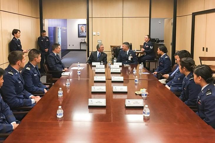 在米ベトナム大使、米空軍学院を訪問 - ảnh 1