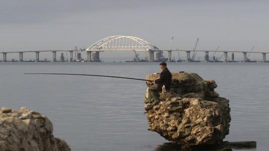 クリミア半島とロシア南部を結ぶ橋が完成 - ảnh 1