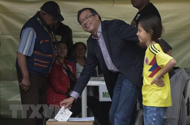 コロンビア大統領選、左右2氏の決選投票へ - ảnh 1