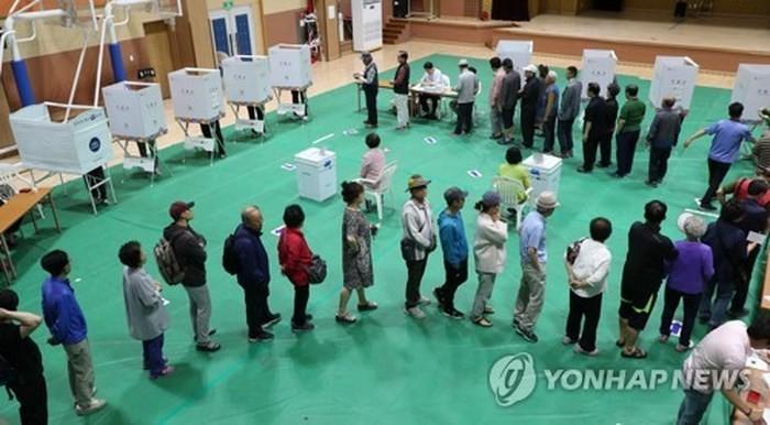 韓国 統一地方選 投票始まる 米朝首脳会談の影響は - ảnh 1