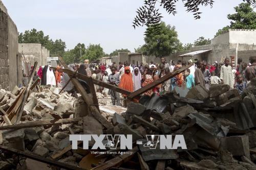 ナイジェリアで少女らによる自爆攻撃、ロケット弾も撃ち込まれ31人死亡 - ảnh 1