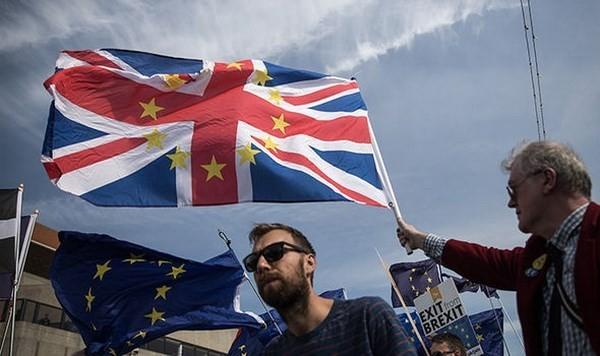 「合意なき離脱」英に警告も EU27カ国、緊急対応の準備 - ảnh 1