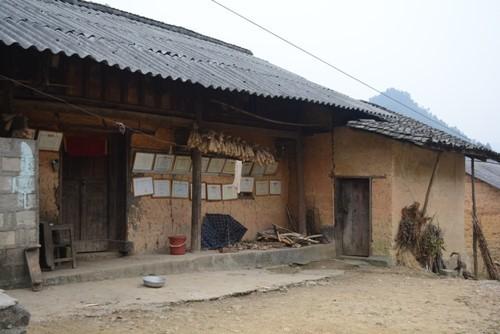 モン族の土壁の家 - ảnh 2
