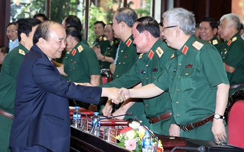 フック首相、軍隊党委の会議に出席 - ảnh 1
