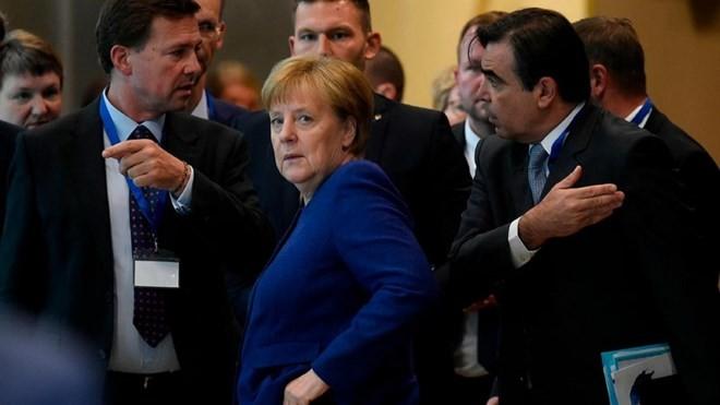 EU首脳会議 難民受け入れ負担めぐり各国の意見対立 - ảnh 1