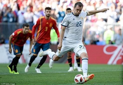 スペイン、ロシアにPK戦で敗れる イニエスタが代表引退を表明 - ảnh 1