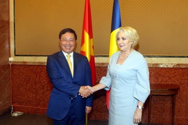 ミン副首相兼外相、ルーマニアを公式訪問中 - ảnh 3