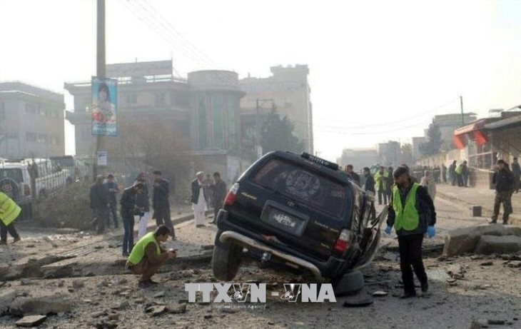 アフガン空港で自爆、14人死亡60人負傷 副大統領の帰国狙う? - ảnh 1