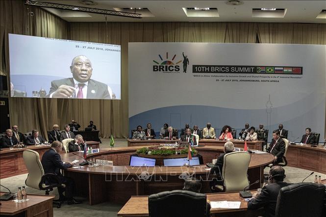 中国、反保護主義で連携演出 BRICS首脳会議閉幕 - ảnh 1