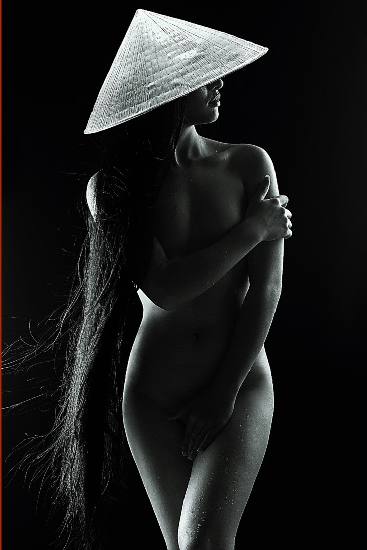 最初の「芸術的ヌード画像」展示会 - ảnh 8