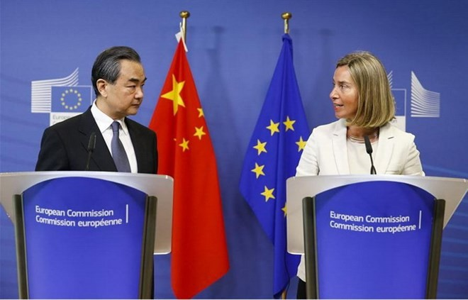 中英、自由貿易擁護で一致 北京で外相会談 - ảnh 1