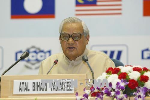 インドのバジパイ元首相死去 93歳 - ảnh 1