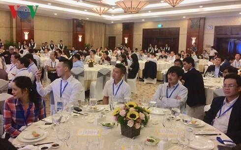 HCM市の指導部、外国在留ベトナム人の知識人と懇親 - ảnh 1