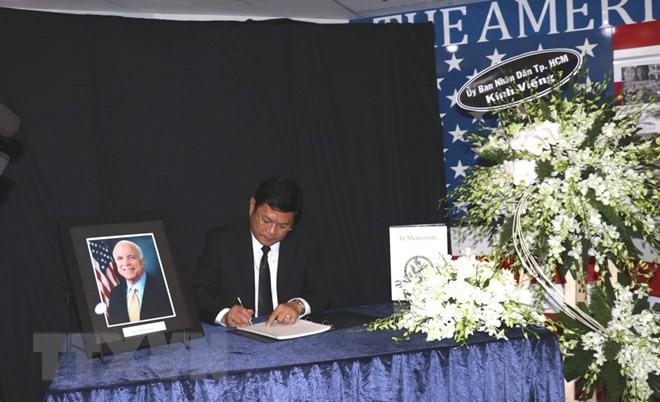 HCM市の指導者ら J.マケインの死を悼む - ảnh 1