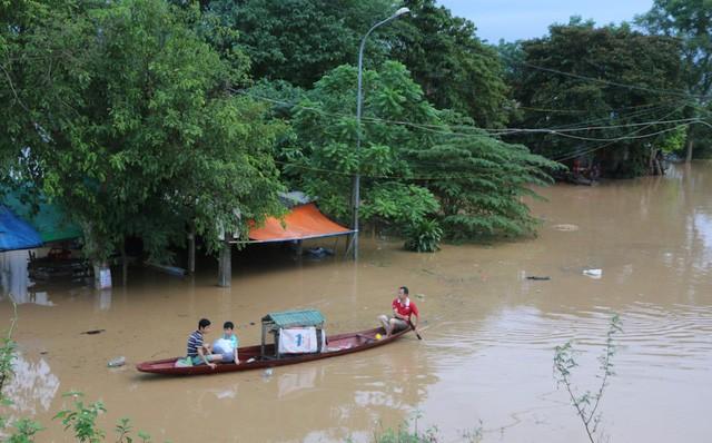 各地方 豪雨による復旧作業を急ぐ - ảnh 1