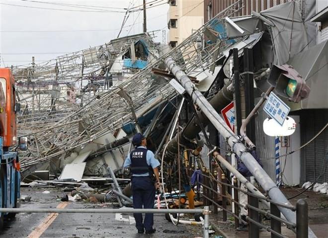 日本に25年ぶりの「非常に強い台風」上陸、死傷者も - ảnh 1
