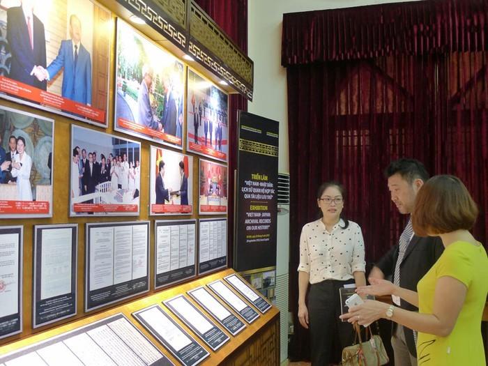 「日本とベトナム:きざまれた交流の軌跡をたどる」展示会 - ảnh 1