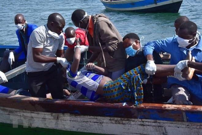 ビクトリア湖 フェリー転覆 死者200人超に アフリカ - ảnh 1