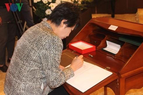 各国駐在ベトナム大使館 クアン国家主席の弔問式を行う - ảnh 1
