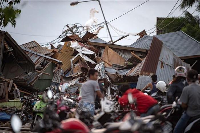 インドネシア地震 食料など支援物資不足が深刻 - ảnh 1
