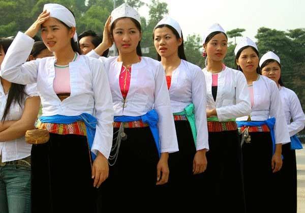 ソンラ省の色とりどりの少数民族衣装 - ảnh 2
