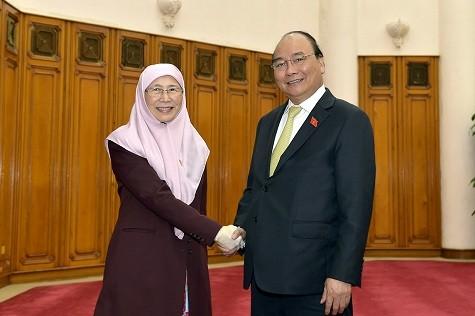 フック首相、マレーシアの副首相と懇談 - ảnh 1