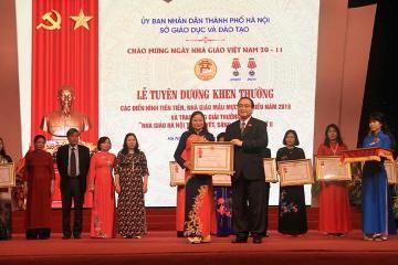 「ベトナム教師の日」の記念活動 - ảnh 1